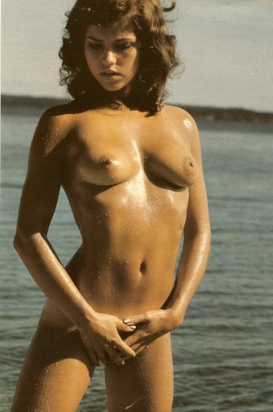 marie naken i vattnet